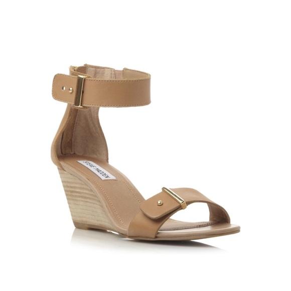 4cd14a2aca5 Steve Madden Narissaa Ankle Strap Wedge Sandal. M 5ae89012077b97c196d227bd